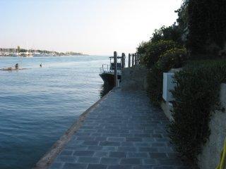 Ampio appartamento sul fiume Magra con posto barca
