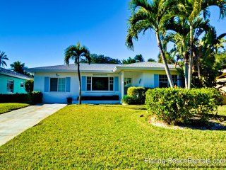 Dolphin House 966 Dolphin House | 3 Bedroom 2 Bath Home| Short Walk To The Beach