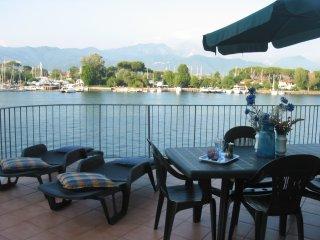 Romantico appartamento con terrazza sul fiume, Bocca di Magra