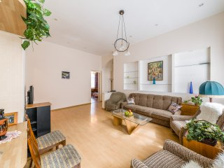 Spacious apartment near Nevskiy on Stremyannaya st