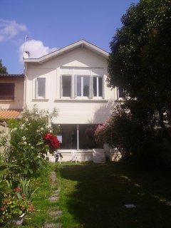 Grande maison bordelaise avec jardin