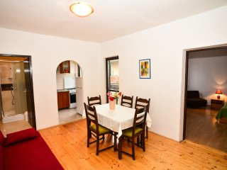 Spacious apartment close to beach (A3)