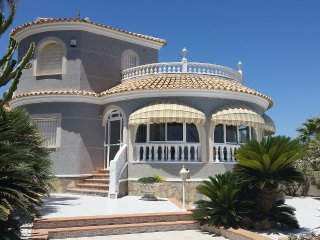 Cozy villa 100m from the beach, La Mata