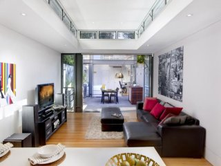 ENTERTAIN IN SPACE, Woollahra