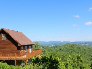 ABOVE IT ALL-100 mile Panoramic Views, Woodburning F/P, WiFi & Foosball!