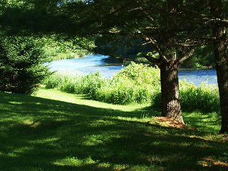 Riverfront Home With Easy River Access, Air Hockey. & WiFi! Pets Welcomed!, Jefferson