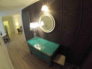 """LE GRATALOUP"" 3 chambres, 80m2, 6 to 8 pers, Lyon"