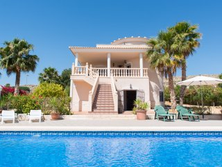 Stunning 5 Bed Holiday Home with Private Pool, Mutxamel