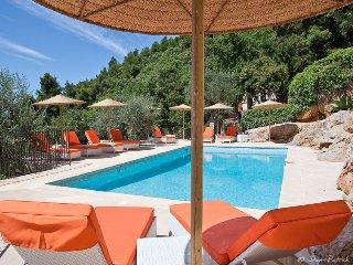 La Bastide 0'nhora- piscine chauffee - terrasse amenagee et vue panoramique mer.