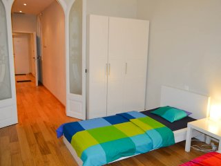 AH 21A - Sunny apartment near Sagrada Familia, Barcelona