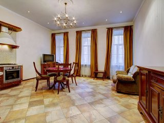Gorgeous 2-bedroom apartment on Nevsky pr (371)