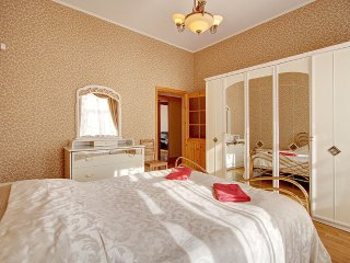 2-bedroom apartment on Nevsky prospect(362)