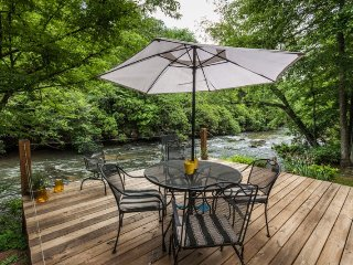 River s Edge - Great Cartecay River Cabin!, Ellijay