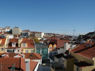 Lapa Spacious 5-Room Apartment - Central Lisbon