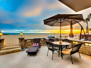 20% OFF OCTOBER OPEN DATES - On the Sand - 3BR Beach Front House in Newport, Newport Beach