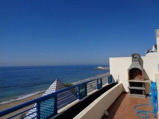 Atico con vistas frontales al mar 367, Marbella