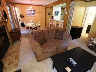Pet-Friendly, 1 Bed/ 2 Bath, Walk to Canyon Lodge