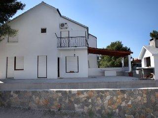ANITA HOUSE, Milna