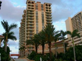 2 Master Suite Oceanfront Condo (2bd 2ba) 15th fl, Hallandale Beach