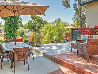 Immaculate 3BR Agoura Hills Waterfront House w/Wifi, Outdoor Fire Pit & Private Patio Overlooking Lake Lindero - Close to Popular Local Attractions and Recreational Activities!