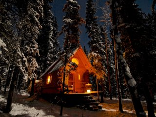Birdhouse, off-grid Cabin at Marsh Lake, Yukon, Canada