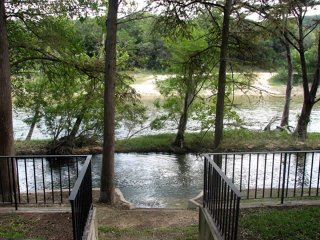 Rio Lodge on the Guad - GREAT RIVER ROAD LOCATION!!, New Braunfels