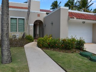Luxury 3 Bedroom plus bonus room- Beachfront Villa at Dorado Reef