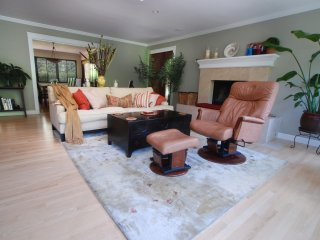 Sunny Marin home near S.F., wine country, beaches, Greenbrae
