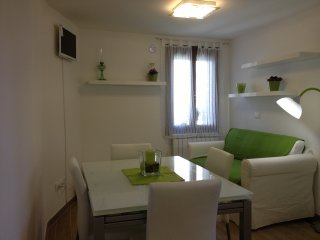 Cosy sunny apartment  2 mins St. Mark's Square