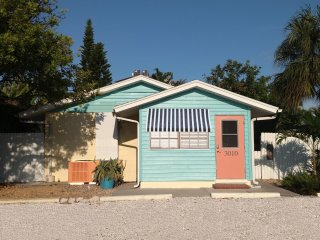 One house off the beach: Your Own Hipster Cottage!, Holmes Beach
