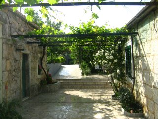 Apartman, quiet rural home near Omiš, Dalmatia, Omis