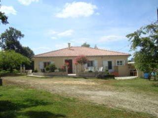 GITE  AVEC PISCINE PRES BARBOTAN/NOGARO, vacation rental in Barbotan-les-Thermes