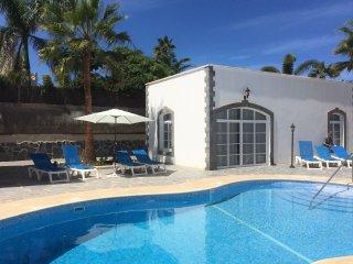 Elegante casa en residencia con piscina, Corralejo