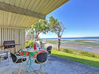Alluring 2BR Birch Bay Waterfront Cottage w/Wifi, Private Patio & Gorgeous Birch Bay Views - Easy Access to the Beach, Boating & Northwest Islands!