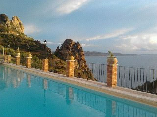 Casa Enrico Sardinia, pool, sea view, sleeps 4.personal WiFi, air con, beaches.