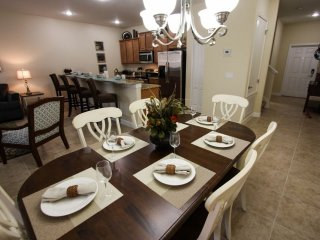 Beautiful New Townhome- Sleeps up to 13!, Kissimmee