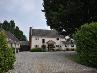 Contemporary private apartment, nr Silverstone, Whittlebury