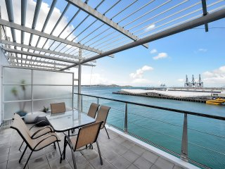 2 Bedroom Apartment with Balcony in Princes Wharf, Auckland (centrum)