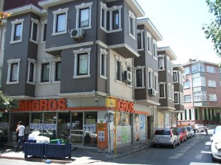 Fatih Flat 2-Close to Sultanahmet-3 bedrm 1 lvng, Istanbul