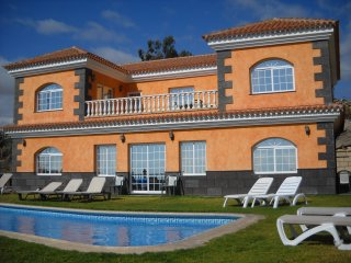Luxury Villa with Family Size Private Pool, Granadilla de Abona