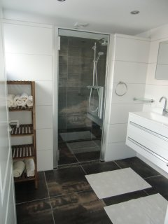 Double showers, regular and rainshower, floorheating