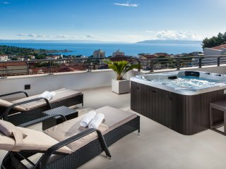 Villa Palladium in the Center with ***Heated Pool, ***Penthouse and ***Jacuzzi
