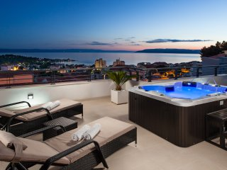 Villa Palladium with penthouse, jacuzzi and pool