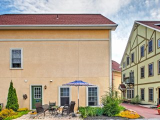 'Cornucopia Townhome' Lovely 3BR Reinholds Townhome w/Wifi, Detached Studio