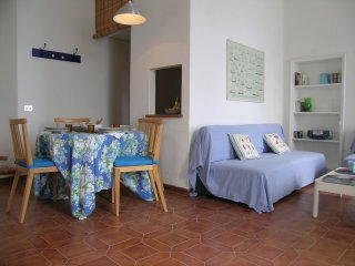 Lovely beach historic house, apt 2, Porto Santo Stefano