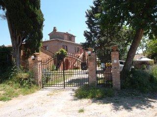 App. in casolare con torretta e piscina, Montepulciano
