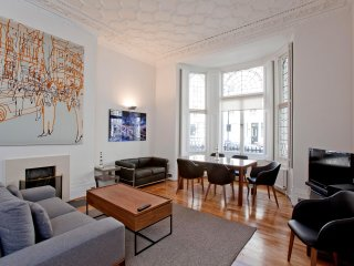Beautiful and Luxurious 2 Bedroom in Kensington, London