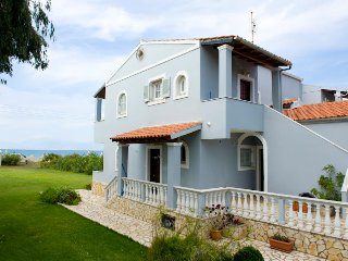 Villa Maria beachfront apartment in Almyros, Perithia