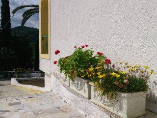 Romantic Studios & Apartments II, Peroulades