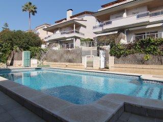 LLEVANT : Villa con jardin y piscina